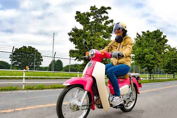 車では走り慣れた公道も、バイクだと視界が違って見えてとても新鮮!