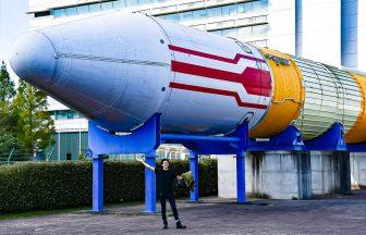 JAXA入り口にあるH-IIロケット