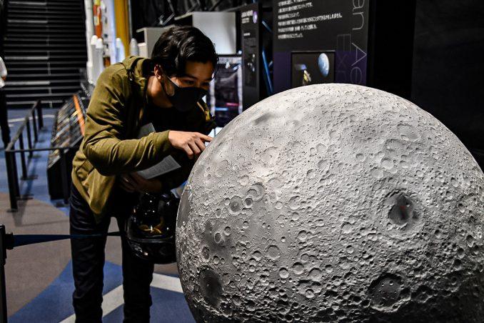 超リアルな月の模型