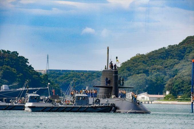 間近に見える潜水艦!