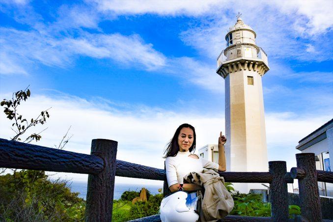 海沿いの道を行くと目的地の灯台が