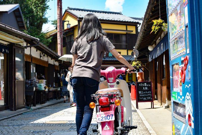 バイクを押してゆっくり散策