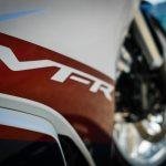 VFRの名前はダテじゃない!V4エンジンの走りには『本物』の味わいがある【ホンダの道は一日にして成らず 第7回/Honda VFR800F 後編】